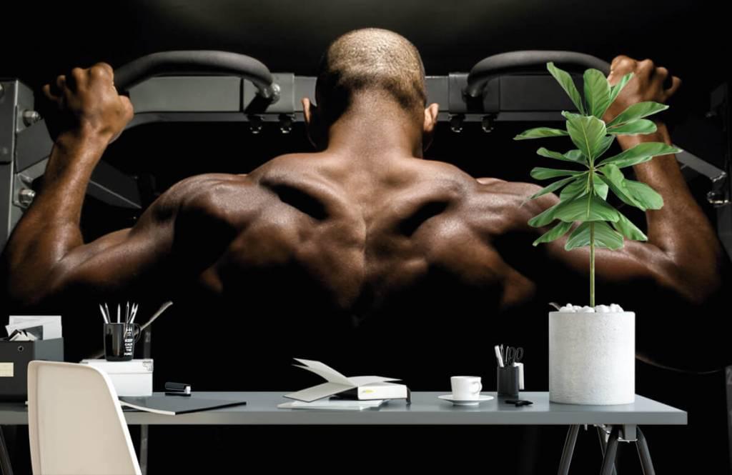 Fitness - Homme au dos musclé - Entrepôt 1