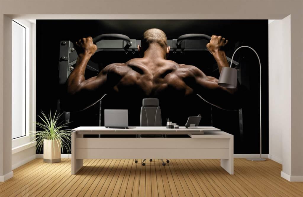 Fitness - Homme au dos musclé - Entrepôt 4