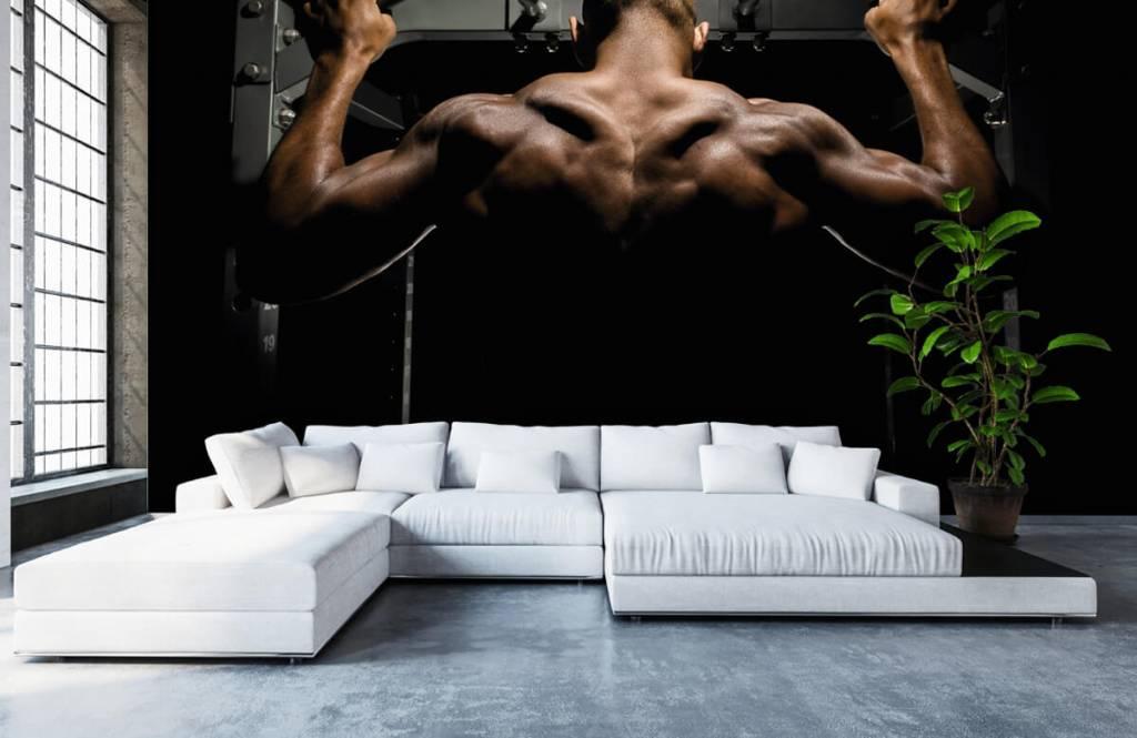 Fitness - Homme au dos musclé - Entrepôt 6