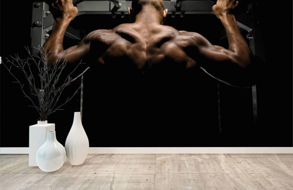 Fitness - Homme au dos musclé - Entrepôt 7