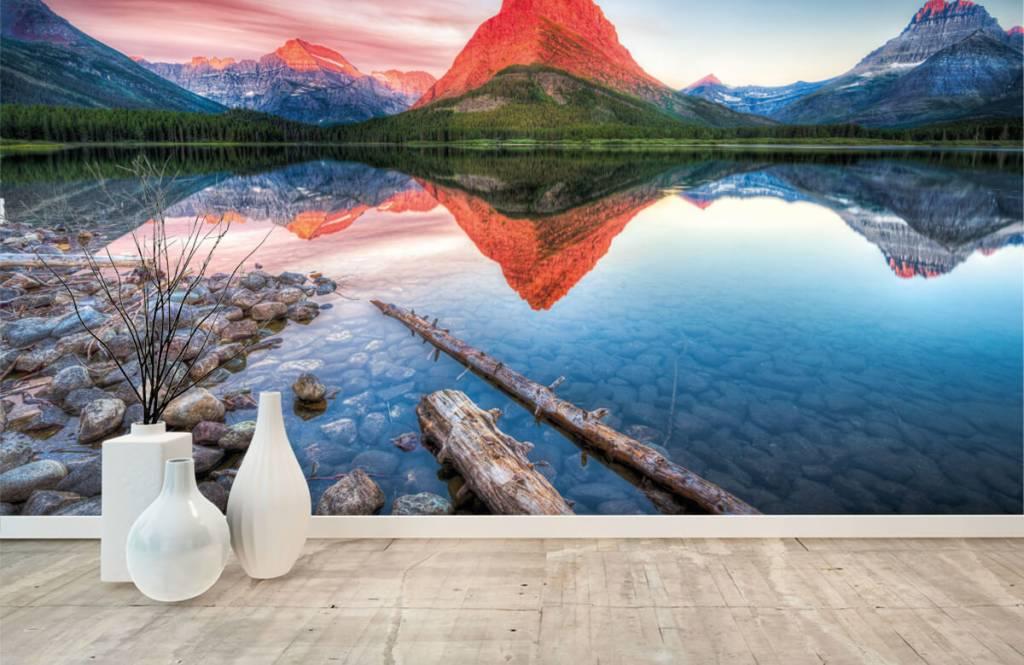 Lacs et eaux - Le sommet d'une montagne rouge - Couloir 8