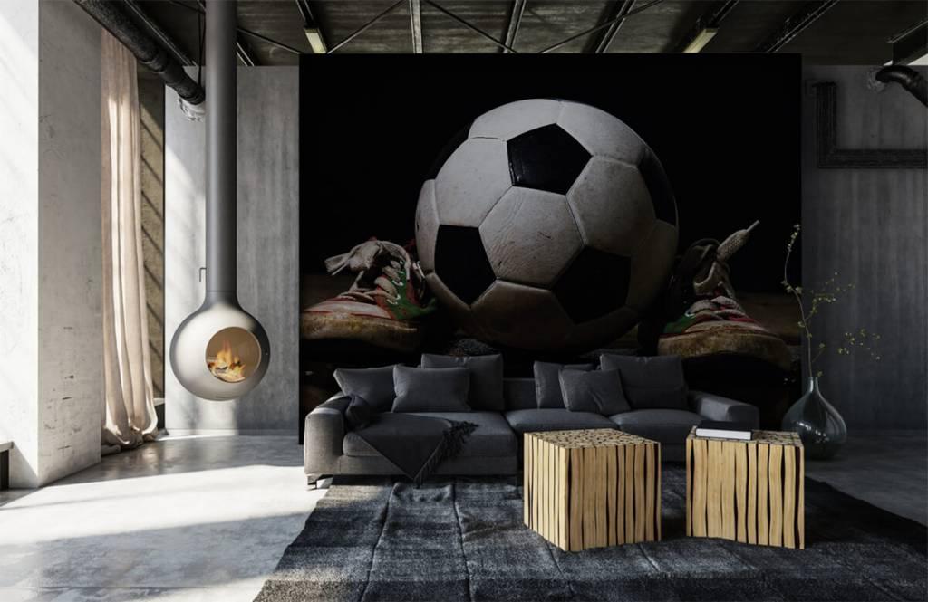 Papier peint de football - Football entre deux baskets - Chambre d'enfants 5