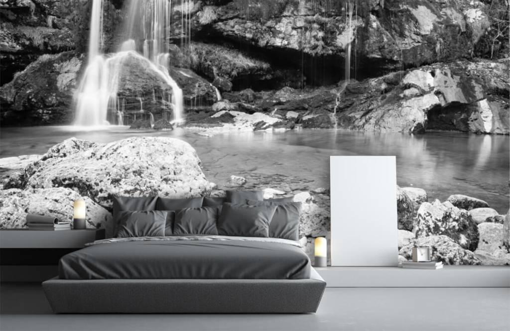 Papier peint noir et blanc - Chute d'eau au-dessus d'un mur de pierre - Chambre à coucher 3