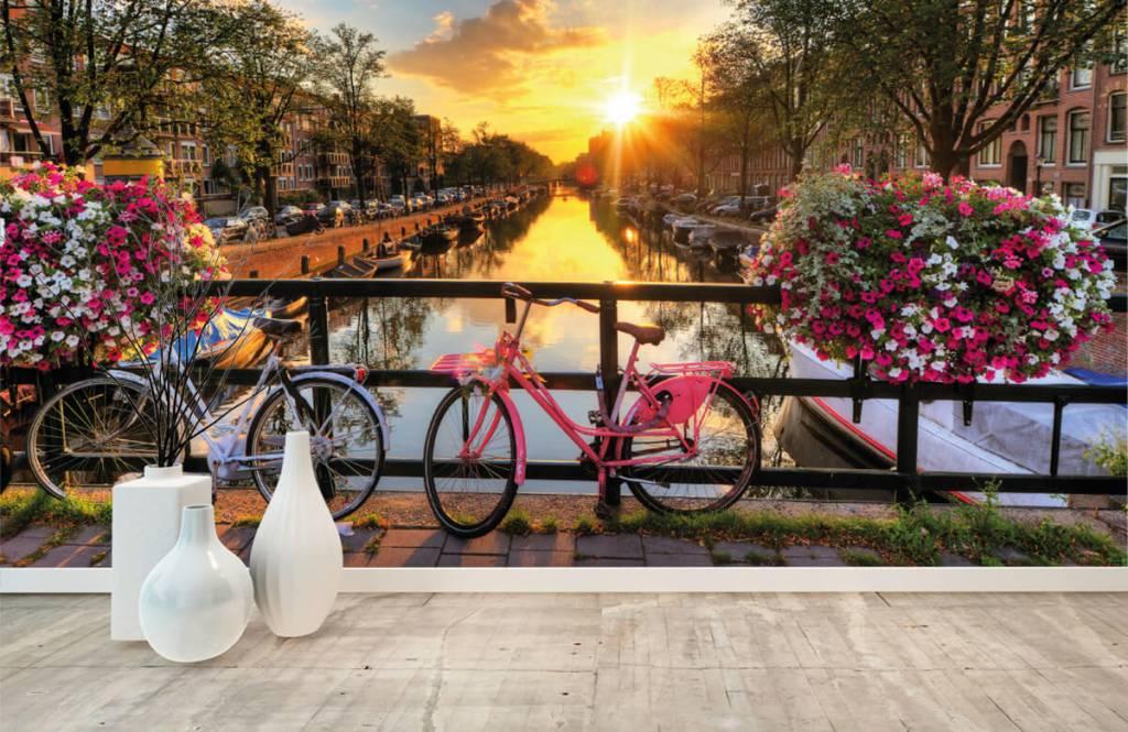 Papier peint Villes - Faire du vélo sur un pont avec des fleurs - Chambre à coucher 8