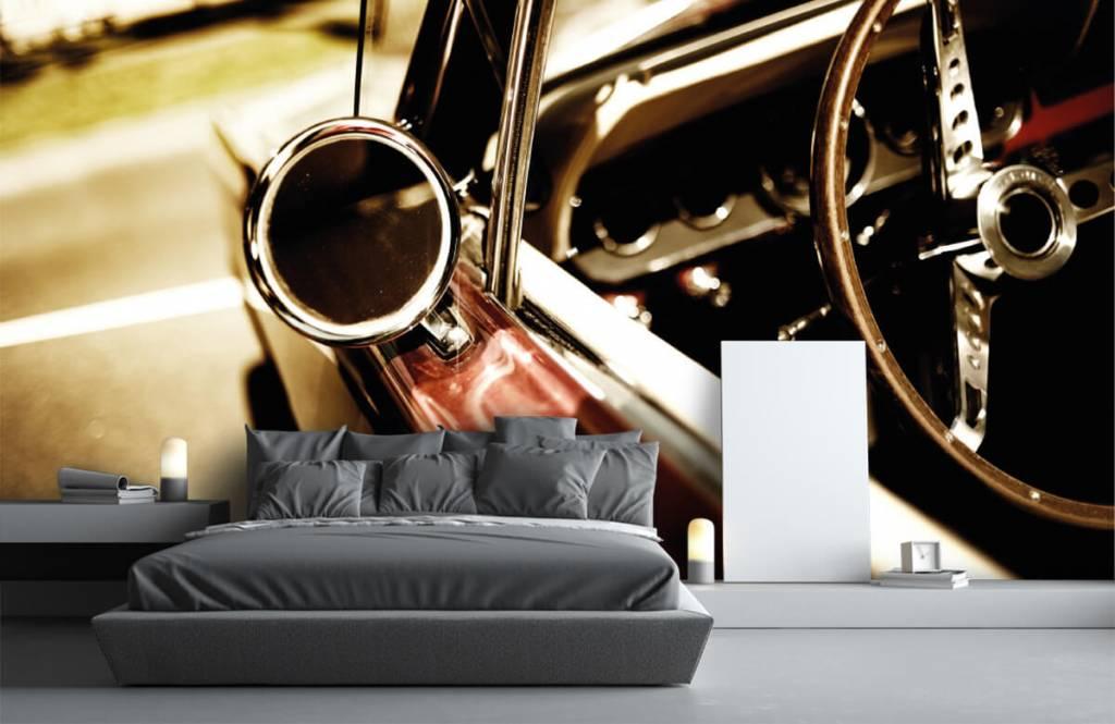 Transport - Gros plan sur la voiture de collection rouge - Chambre à coucher 3