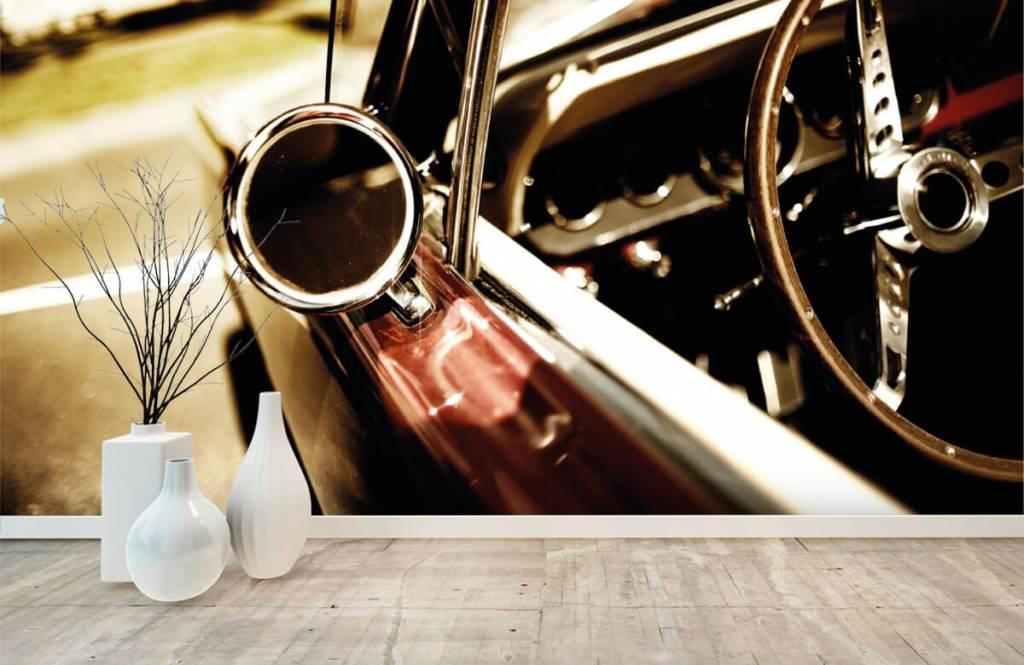 Transport - Gros plan sur la voiture de collection rouge - Chambre à coucher 8