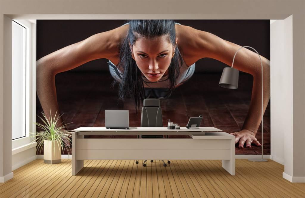 Fitness - Femme faisant des pompes - Salle de Loisirs 1
