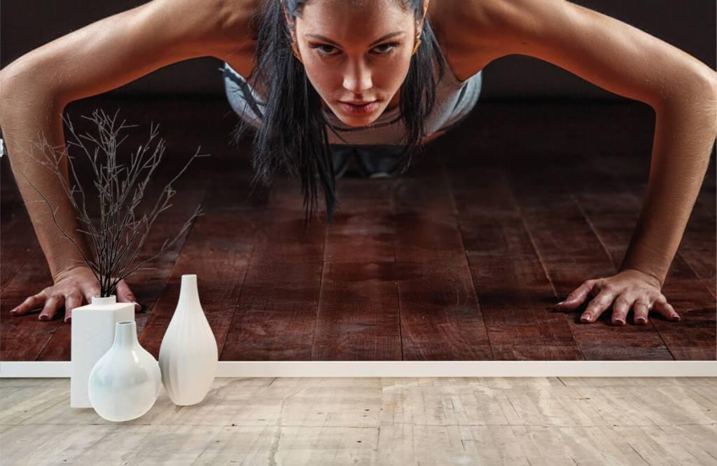 Fitness - Femme faisant des pompes - Salle de Loisirs 8